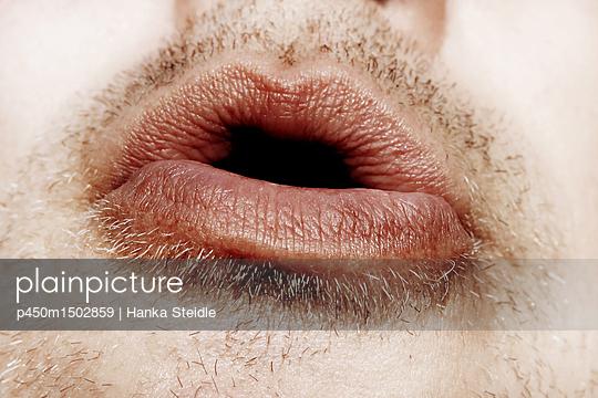 Nahaufnahme eines männlichen Mundes      - p450m1502859 von Hanka Steidle