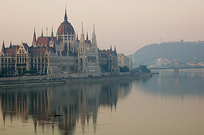 Danube and Parliament, Sunrise, Budapest - p871m1073755f by Neil Emmerson