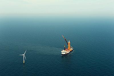Construction work on Amalia windfarm, IJmuiden, Noord-Holland, Netherlands - p429m2004567 by Mischa Keijser