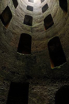 Pozzo di San Patrizio - p470m934138 von Ingrid Michel