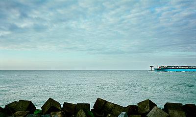 Ship, Rotterdam - p1132m1071991 by Mischa Keijser