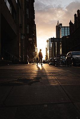 Fußgänger in Glasgow - p1477m2038885 von rainandsalt