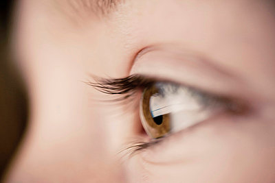 Close-up of girl's eye - p4269360f by Katja Kircher