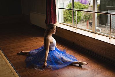 Ballerina practicing ballet dance - p1315m2017839 by Wavebreak