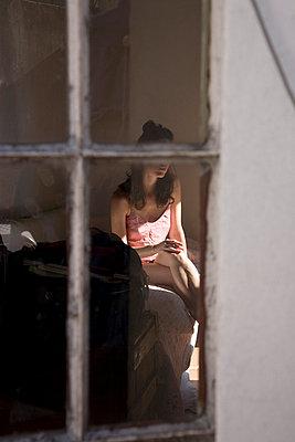 Einsame junge Frau - p6190102 von Samira Schulz
