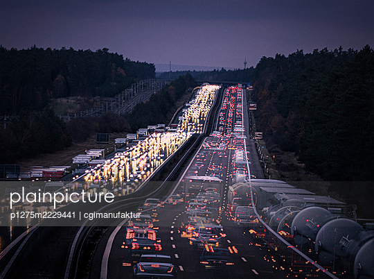 Deutschland, Bayern, Lichtspuren auf der Autobahn - p1275m2229441 von cgimanufaktur