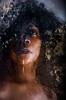 Close up of a black mature woman with texture - p1619m2191644 by Laurent MOULAGER
