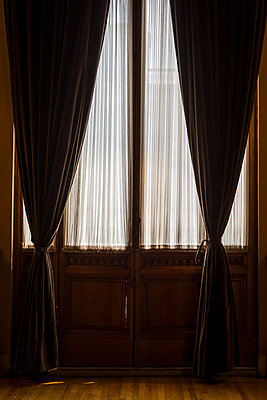 Symmetrical curtains - p1170m1584910 by Bjanka Kadic