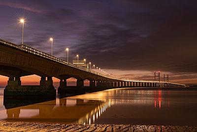 Twilight over an illuminated Prince of Wales Bridge, Gloucestershire, England, United Kingdom, Europe - p871m2209678 by Adam Burton