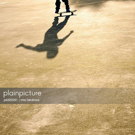Skater - p4320291 by mia takahara