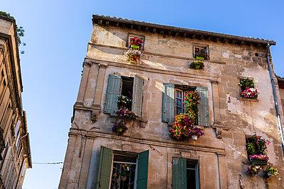 Alte Häuser in Arles - p1271m2055387 von Maurice Kohl