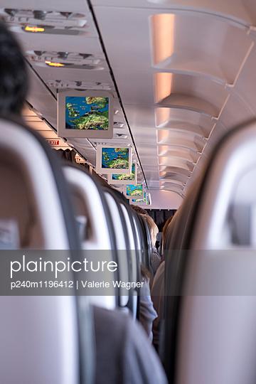 Flugzeuginnenraum - p240m1196412 von Valerie Wagner