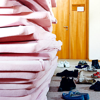 Therapy room, many shoes and mattresses - p1299m2284478 by Boris Schmalenberger