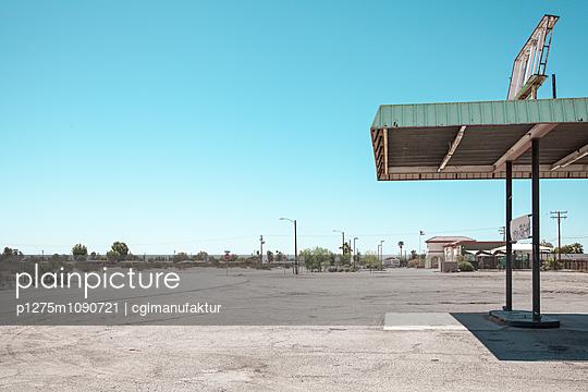 Tankstelle, Blythe, Mojave-Wüste - p1275m1090721 von cgimanufaktur