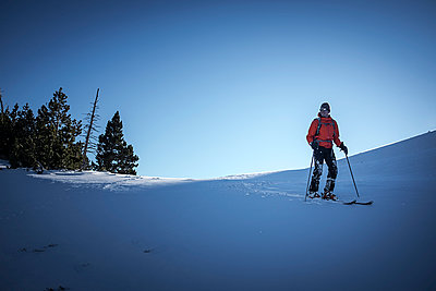 Downhill skiing - p1007m959946 by Tilby Vattard