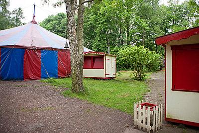 Zirkus hat geschlossen - p781m881267 von Angela Franke
