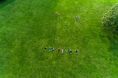 Aerial of people doing sport at a Park  - p1332m1491284 by Tamboly