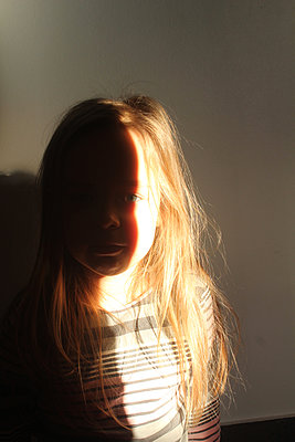Girl in the light - p1552m2158494 by MARTYNA BEC