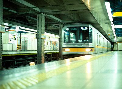 U-Bahn, Tokyo - p2682632 von Christof Mattes