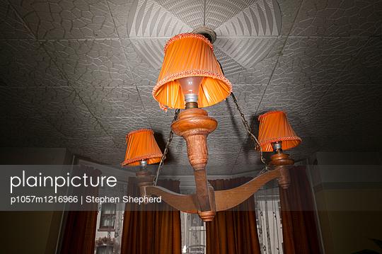 Altmodische Deckenlampen - p1057m1216966 von Stephen Shepherd