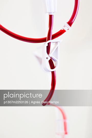 Transfusion - p1307m2253126 by Agnès Deschamps