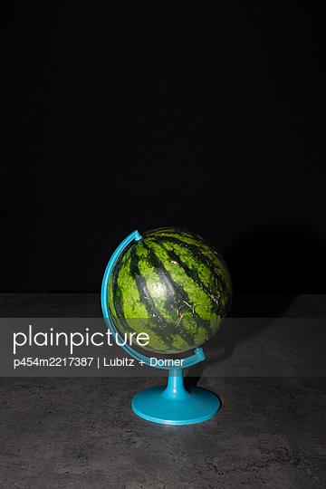 Melon globe - p454m2217387 by Lubitz + Dorner