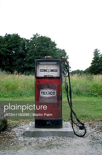 Alte Zapfsäule - p972m1160295 von Martin Palm