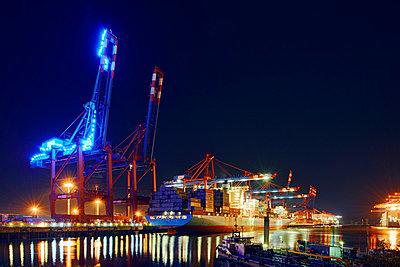 Light installation 'Blue Port Hamburg' - p1099m882959 by Sabine Vielmo