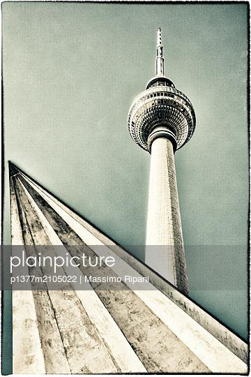 Germany, Berlin, Berlin Mitte, Alexanderplatz, Berliner Fernsehturm, The television tower - p1377m2105022 by Massimo Ripani