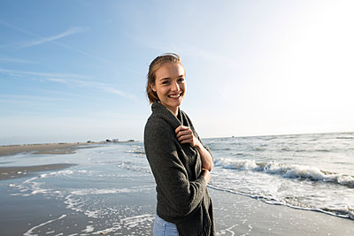 Young woman on St. Peter-Ording beach - p341m1480695 by Mikesch