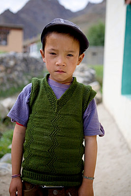 Indian boy looking angry - p817m755325 by Daniel K Schweitzer