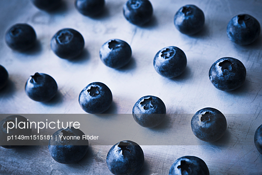 Blueberries - p1149m1515181 by Yvonne Röder