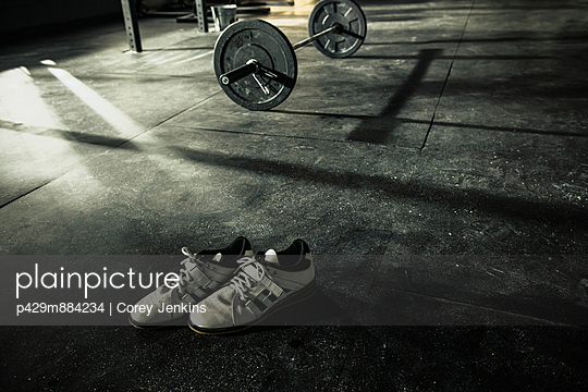 Pair of trainers left on gymnasium floor - p429m884234 by Corey Jenkins