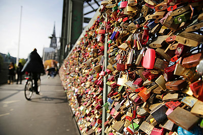 love locks at Hohenzollernnbruecke - p300m884844 by Jan Tepass