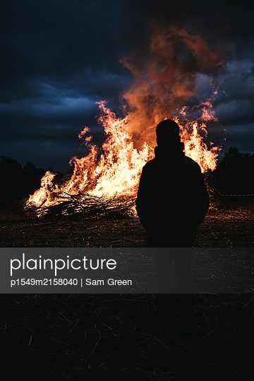 Osterfeuer  - p1549m2158040 by Sam Green