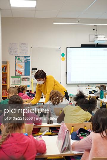 Primary school Covid 19 in France - p1610m2215556 by myriam tirler