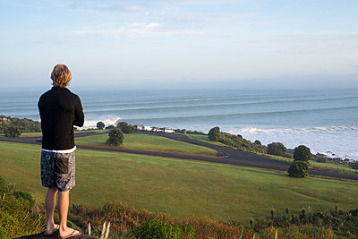 Große Wellen am Morgen - p1201m1564928 von Paul Abbitt