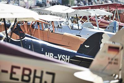 Alte Flugzeuge - p587m1222989 von Spitta + Hellwig
