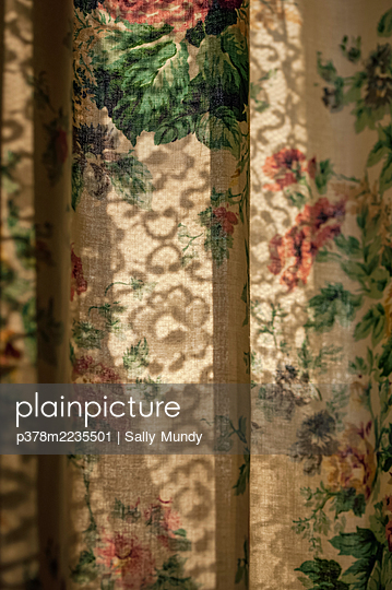 Flower patterned curtain - p378m2235501 by Sally Mundy