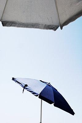 Sonnenschirme - p415m1586096 von Tanja Luther