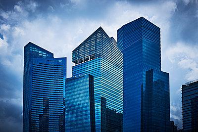 Bürotürme in Marina Bay, Singapur - p227m1589146 von Uwe Nölke