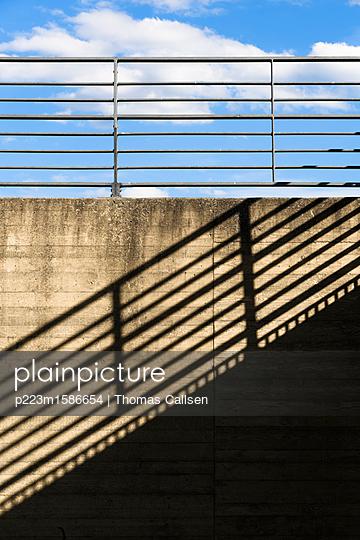 Licht und Schatten. - p223m1586654 von Thomas Callsen