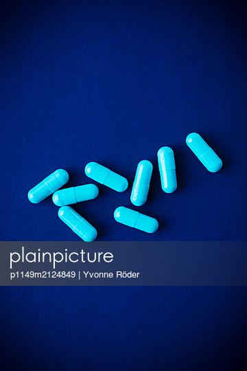 Pills - p1149m2124849 by Yvonne Röder