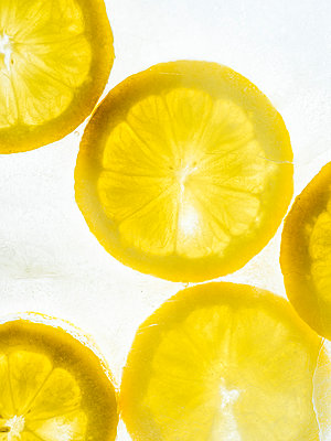 Lemon slice - p401m2168803 by Frank Baquet
