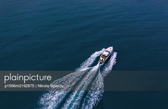Motorboot - p1596m2192875 von Nikola Spasov