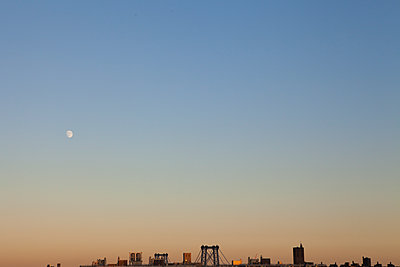 moon over Brooklyn - p1095m1573078 by nika