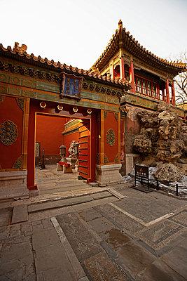 heavy doorframe inside the forbidden city in Beijing - p1166m2179560 by Cavan Images