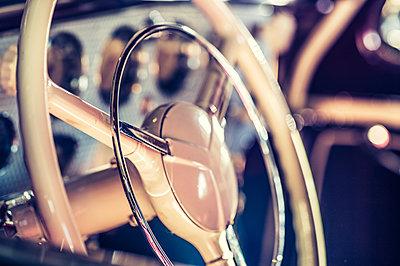 Altes Lenkrad - p401m2043359 von Frank Baquet