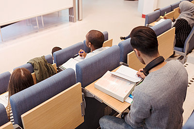 High angle view of student studying in lecture hall at university - p426m2072218 by Kentaroo Tryman