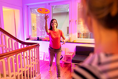 Playing Frisbee - p608m2157685 by Jens Nieth